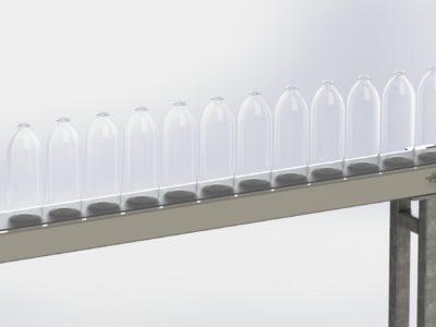 Transportband met flessen